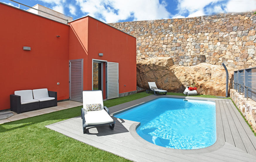 Nice two-storey villa with cosy outdoor area with heatable private pool, large terrace and garden furniture