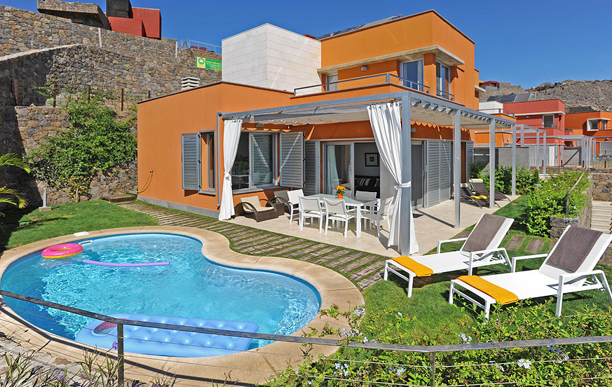 Modern two-storey villa with a pleasant outside area with heatable private pool in the beautiful Vista Golf complex
