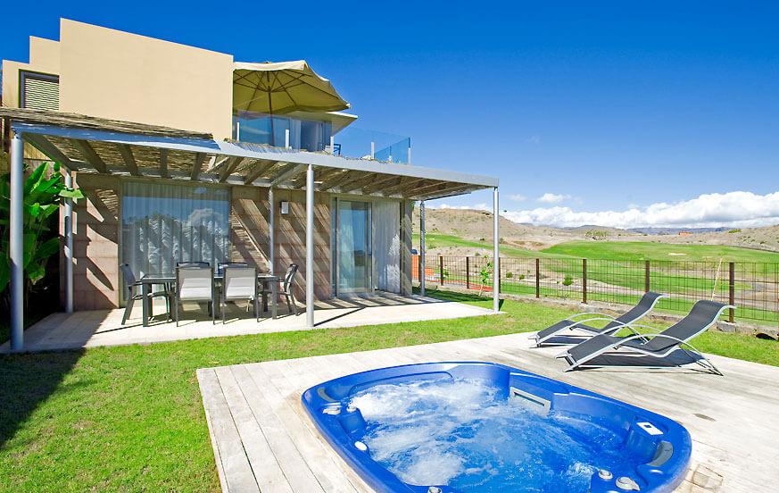 Villa mit 2 Schlafzimmern auf ruhigem Eckgrundstück im Los Dragos Komplex mit schönem Blick auf den Golfplatz