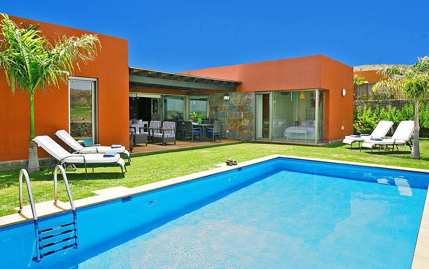 Schöner Bungalow im maritimen Stil mit attraktivem Außenbereich mit Terrasse und großem privatem Pool
