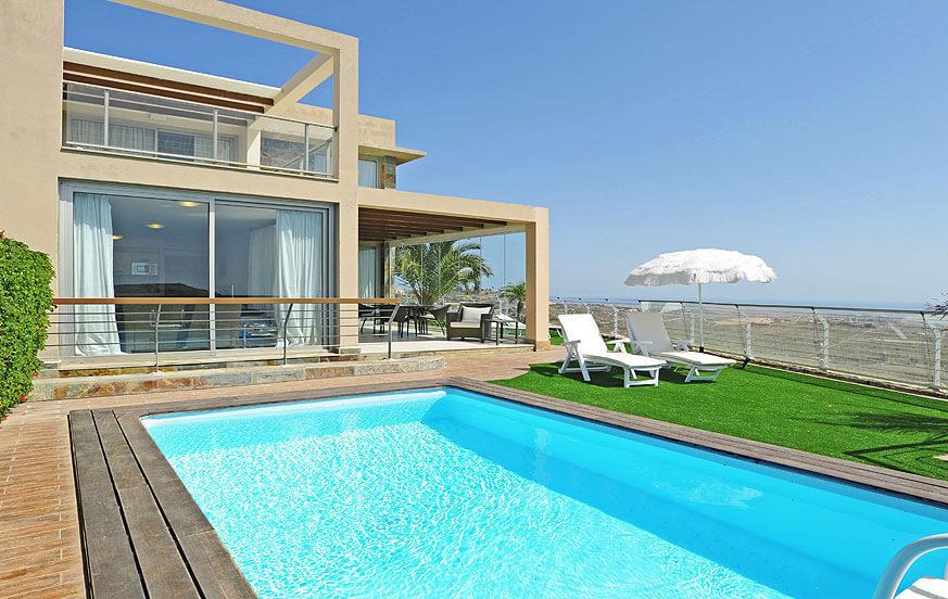 Stilvolle Villa mit großer verglaster Terrasse und einer herrlichen Aussicht auf den Golfplatz, die Dünen von Maspalomas und das Meer