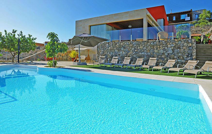 Schöne Villa mit vier Schlafzimmern, einem spektakulären modernen Design und privaten Salzwasserpool