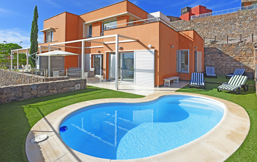 Bright two bedroom villa with a nice outdoor relaxation area and heatable private pool