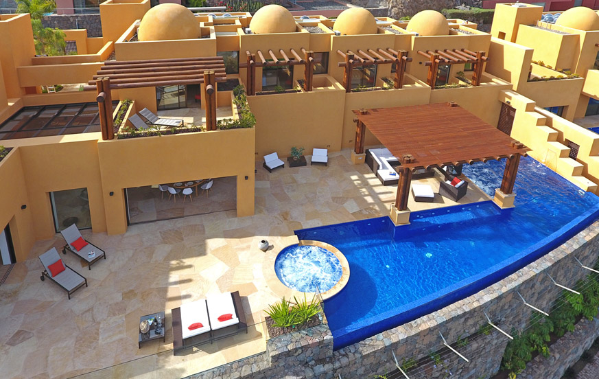 Luxury villa for up to 10 people with private pool and jacuzzi and spectacular views to the golf course