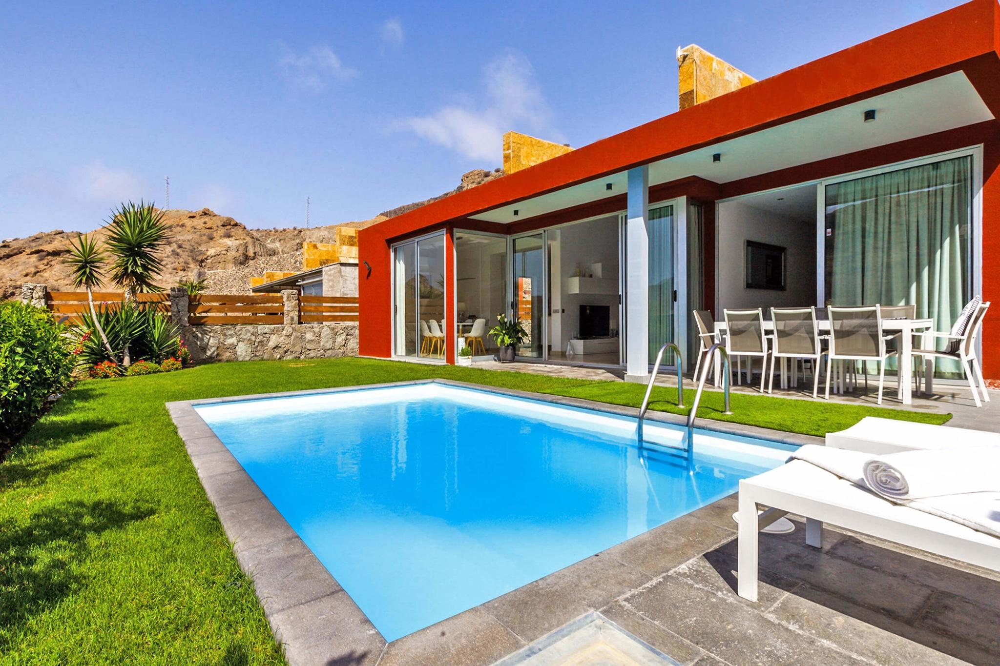 Moderna villa con piscina privada en el sur de gran canaria for Alquiler villas con piscina privada