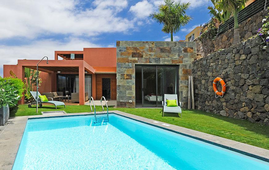 Casa de vacaciones de estilo en una planta con piscina for Casa de campo con piscina privada