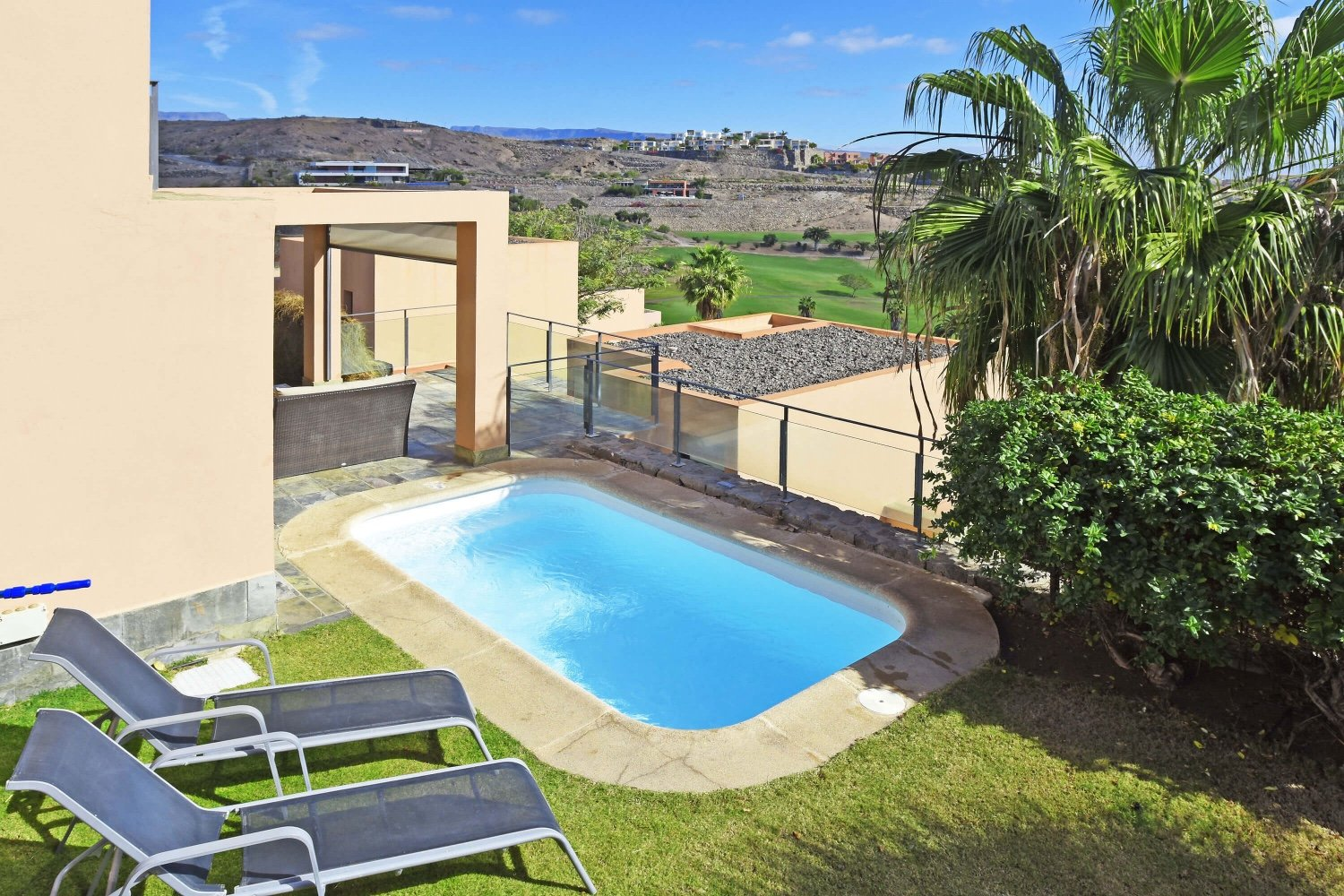 Bright holiday house with heatable private pool and spectacular views to the golf course, the sea and the mountains