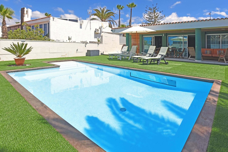 Vila noemi se soukrom m baz nem v bl zkosti pl e for Casas rurales en gran canaria con piscina privada